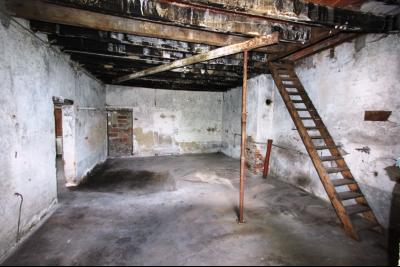 Secteur Sens sur Seille (71) à vendre maison de plain-pied à réhabiliter sur 2059 m² de terrain., GARAGE 1 - 40 m²