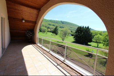 Vends maison contemporaine sur 2 hectares avec piscine chauffée, 6 chambres, proche Lons-le-Saunier., VUE TERRASSE CHAMBRE ETAGE 2
