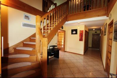Vends maison contemporaine sur 2 hectares avec piscine chauffée, 6 chambres, proche Lons-le-Saunier., ENTREE 18 m