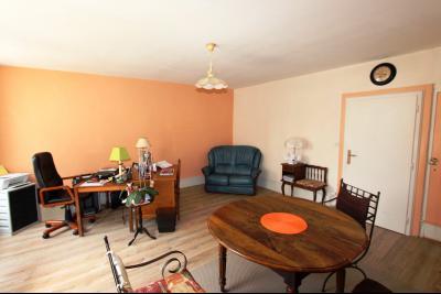 A vendre maison de village, 3 chambres, 553 m² de terrain, au sud de  Lons-le-Saunier., SEJOUR 23 m²