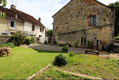 A vendre maison de village, 3 chambres, 553 m² de terrain, au sud de  Lons-le-Saunier., VUE TERRAIN 553 m²
