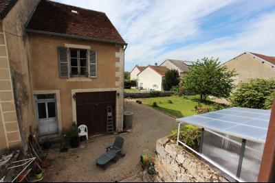 A vendre maison de village, 3 chambres, 553 m² de terrain, au sud de  Lons-le-Saunier., VUE JARDIN DEPUIS CH1