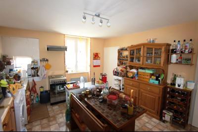 A vendre maison de village, 3 chambres, 553 m² de terrain, au sud de  Lons-le-Saunier., CUISINE 15 m²