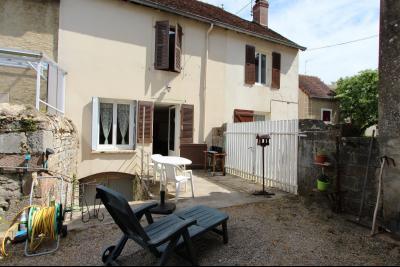 A vendre maison de village, 3 chambres, 553 m² de terrain, au sud de  Lons-le-Saunier., ACCES GARAGE ET JARDIN