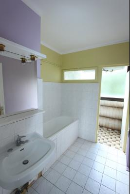 Lons-le-Saunier centre, à vendre appartement T4 avec garage et cave., SDB 3,75 m²