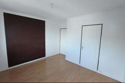 Lons-le-Saunier centre, à vendre appartement T4 avec garage et cave., CH2 12,84 m