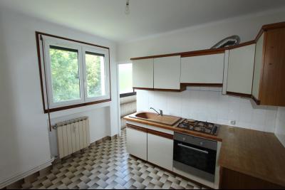 Lons-le-Saunier centre, à vendre appartement T4 avec garage et cave., CUISINE 8,33 m²