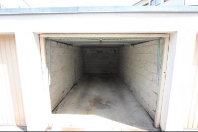 Lons-le-Saunier centre, à vendre appartement T4 avec garage et cave., GARAGE 12,98 m²
