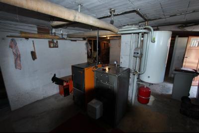 Secteur Domblans (39 JURA), à vendre maison 4 chambres sur sous-sol, CHAUFFERIE