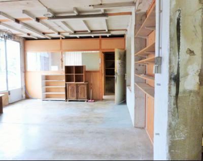 LONS-LE-SAUNIER 39000 JURA  Vends MAISON  habitation 85m²env.+ local professionnel 100m² env., Rez-de-chaussée: de grandes pièces