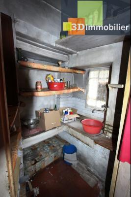 Secteur Bletterans (39 JURA), à vendre maison à réhabiliter avec dépendances sur 4628 m² de terrain., COIN EVIER