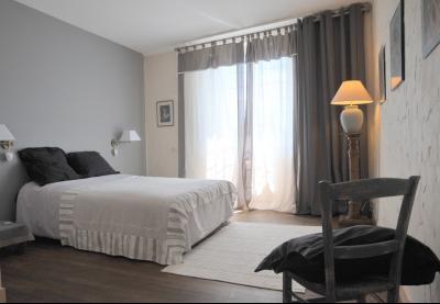 SECTEUR OUEST TOURNUS GRANDE MAISON EN PIERRES 340 m2 RENOVEE STYLE CONTEMPORAIN, chambre