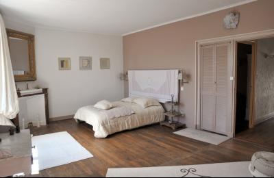 SECTEUR OUEST TOURNUS GRANDE MAISON EN PIERRES 340 m2 RENOVEE STYLE CONTEMPORAIN, chambre parents