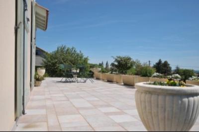 A VENDRE PROCHE CENTRE TOURNUS MAISON RECENTE ,TRES CONFORTABLE AVEC VUE , ENVIRONNEMENT CALME., terrasse