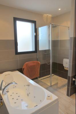 TOURNUS, à vendre TRES BELLE VILLA  AVEC VUE, maison de plain-pied, 7 pièces et 180 m² dépendances., Salle de Bains