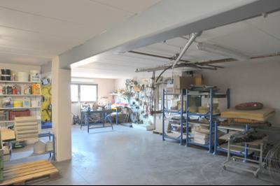 TOURNUS, à vendre TRES BELLE VILLA  AVEC VUE, maison de plain-pied, 7 pièces et 180 m² dépendances., Coin atelier