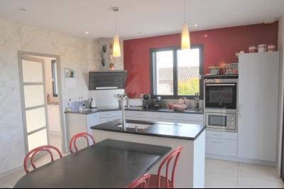 TOURNUS, à vendre TRES BELLE VILLA  AVEC VUE, maison de plain-pied, 7 pièces et 180 m² dépendances., Coin cuisine