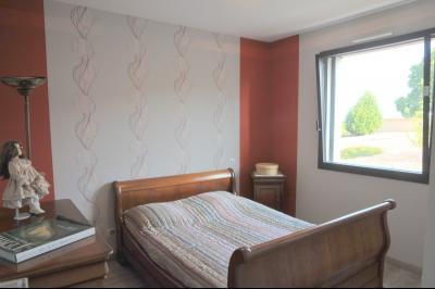 TOURNUS, à vendre TRES BELLE VILLA  AVEC VUE, maison de plain-pied, 7 pièces et 180 m² dépendances., Chambre