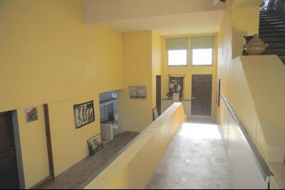 TOURNUS (Sud), à vendre MAISON ATYPIQUE PLEINE DE CHARME. EN BORD DE SAÔNE avec Vue Dégagée à 5 mn., Hall
