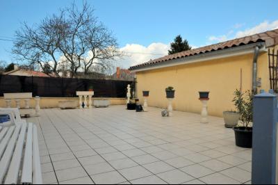 A vendre VILLA DE PLAIN PIED AVEC TERRASSE QUARTIER RESIDENTIEL A 1.5 KM DU CENTRE VILLE DE TOURNUS., Terrasse