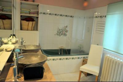 SECTEUR EST DE CHALON SUR SAÔNE A VENDRE MAISON AVEC JARDIN DANS UN VILLAGE CALME., Salle de bains avec douche