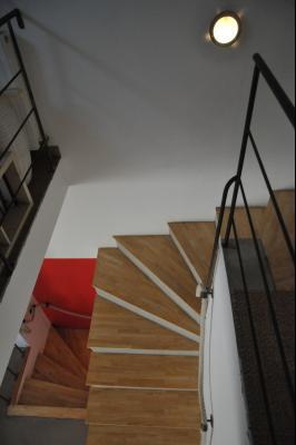 AU CENTRE VILLE DE TOURNUS , à vendre UNE MAISON CONTEMPORAINE ATYPIQUE AVEC COUR ET TERRASSE., Escalier
