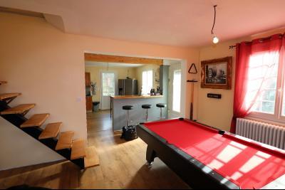 Secteur LOUHANS, à vendre maison des années 80 rénové de 100 m² avec 1500 m² de terrain clos,