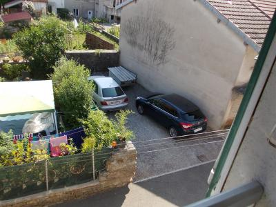 Arbois (39 JURA), vends maison de ville de 6 pièces, 115 m² habitables avec parking 3 voitures., garage 22m²