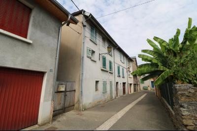 Arbois (39 JURA), vends maison de ville de 6 pièces, 115 m² habitables avec parking 3 voitures., Vue coté avec garage