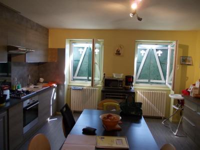 Arbois (39 JURA), vends maison de ville de 6 pièces, 115 m² habitables avec parking 3 voitures., cuisine avec coin repas