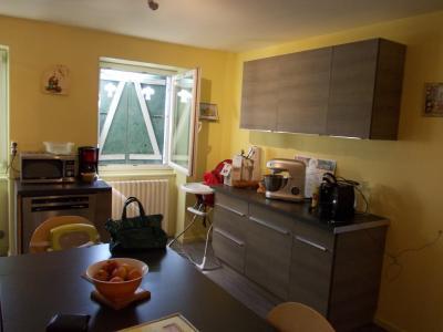 Arbois (39 JURA), vends maison de ville de 6 pièces, 115 m² habitables avec parking 3 voitures., cuisine équipée