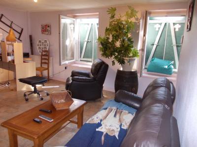 Arbois (39 JURA), vends maison de ville de 6 pièces, 115 m² habitables avec parking 3 voitures., salon