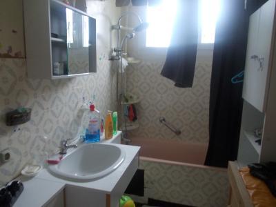 Secteur Chaussin vends solide maison de 7 pièces, 110m² habitables sur 2500m² de terrain clos, salle de bain