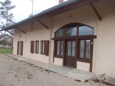 Chaussin, à vendre belle et grande ferme de 230m², 9 pièces, dépendances sur 4800m² de terrain clos., entrée