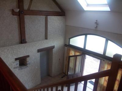 Chaussin, à vendre belle et grande ferme de 230m², 9 pièces, dépendances sur 4800m² de terrain clos., entrée intérieure