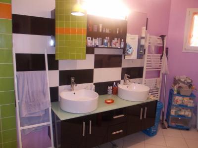 Secteur Chaumergy, vends agréable maison (2007) de 6 pièces, 110m², piscine sur 4200m² de terrain, salle de bain