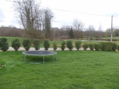 Secteur Chaumergy, vends agréable maison (2007) de 6 pièces, 110m², piscine sur 4200m² de terrain, vue parc