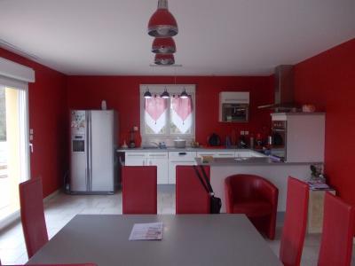 Secteur Chaumergy, vends agréable maison (2007) de 6 pièces, 110m², piscine sur 4200m² de terrain, salon/séjour