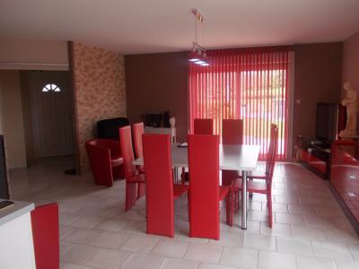 Secteur Chaumergy, vends agréable maison (2007) de 6 pièces, 110m², piscine sur 4200m² de terrain, séjour