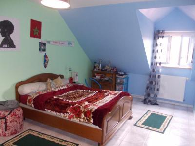 Secteur Chaumergy, vends confortable maison de 8 pièces, 190 m² sur terrain de 5000 m² clos., chambre 2 étage