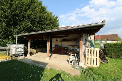 Secteur Chaumergy, vends confortable maison de 8 pièces, 190 m² sur terrain de 5000 m² clos., dépendance