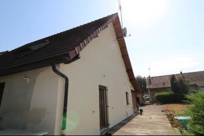 Secteur Chaumergy, vends confortable maison de 8 pièces, 190 m² sur terrain de 5000 m² clos., coté droit