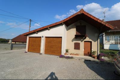 Secteur Chaumergy, vends confortable maison de 8 pièces, 190 m² sur terrain de 5000 m² clos., 2 garages et cuisine d