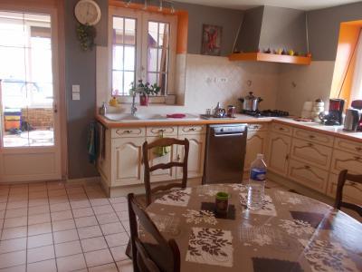 Secteur Chaumergy, vends confortable maison de 8 pièces, 190 m² sur terrain de 5000 m² clos., cuisine équipée