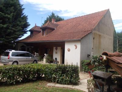Secteur Chaussin, vends maison (ferme) de 5 pièces, 130m², annexe, sur 2500m² de terrain clos, vue de droite