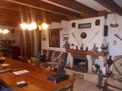 Secteur Chaussin, vends maison (ferme) de 5 pièces, 130m², annexe, sur 2500m² de terrain clos, idem avec cheminée