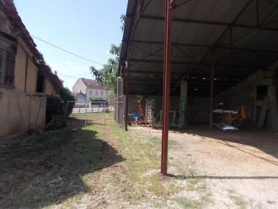 Secteur Chaussin, vends corps de ferme 5 pièces, 91m², 1800m² de terrain avec dépendances, vue hangar avec annexe