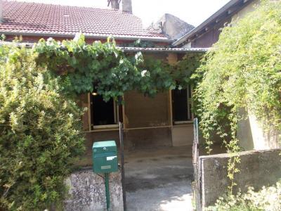 Secteur Chaussin, vends corps de ferme 5 pièces, 91m², 1800m² de terrain avec dépendances, entrée
