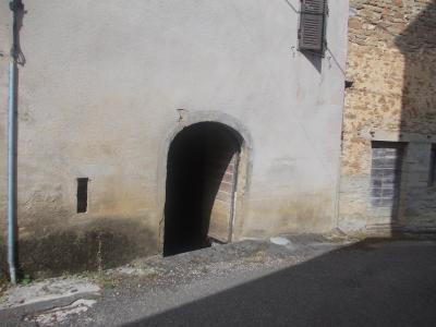 Secteur Sellières, vends belle maison en pierres de 1813, 5 pièces, 125m² sur 6000m² terrain clos, entrée cave