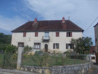 Secteur Sellières, vends belle maison en pierres de 1813, 5 pièces, 125m² sur 6000m² terrain clos, Vue de face